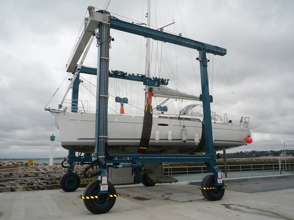 Marine Mobile Boat Hoist Group Suppliers